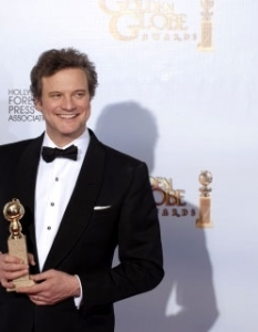 "Колин Фърт (Colin Firth) позира с наградата за BEST PERFORMANCE BY AN ACTOR IN A MOTION PICTURE – DRAMA в ""Речта на Краля"" (The King"