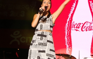 Дивна на Coca-Cola Happy Energy Tour 2013 в София
