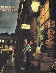 The Rise and Fall of Ziggy Stardust and the Spiders from Mars – 1972