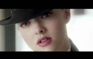 Аманда Сайфрид е Very Irrésistible - Givenchy Eau de toilette TV Spot