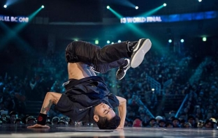 2013 Red Bull BC One World Finals: Mounir vs Hong 10 Battle