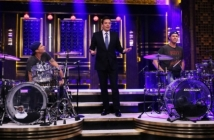 Will Ferrell vs Chad Smith - битка на барабаните в The Tonight Show