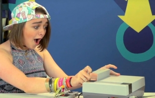 Ария Старк от Game of Thrones е звездата в Teens React: Nintendo NES