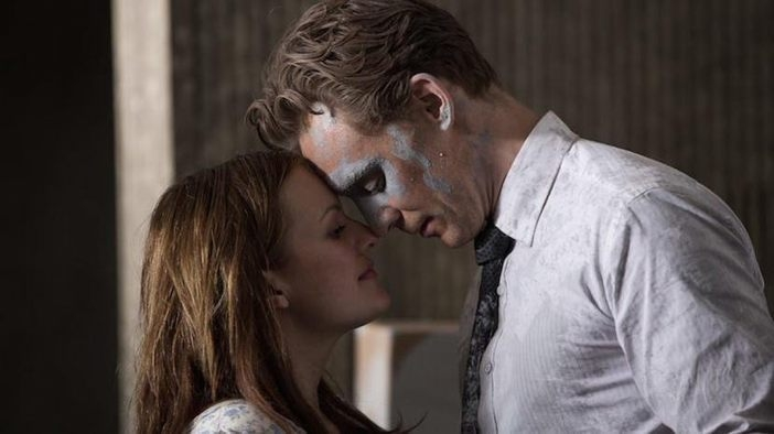 High-Rise (Teaser Trailer) - с Том Хидълстън, Джеръми Айрънс