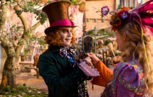 Alice Through the Looking Glass (Official Trailer) - времето ти изтича, Алиса!