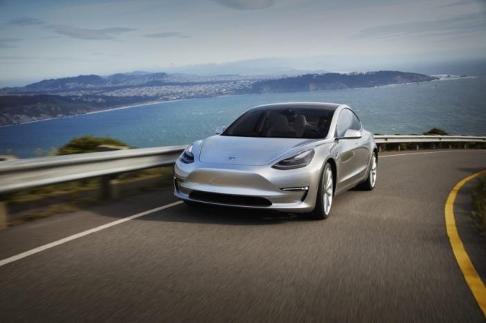 Продажбите на Tesla Model 3 в Европа започват от февруари