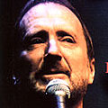 Почина Denny Doherty от Mamas and the Papas